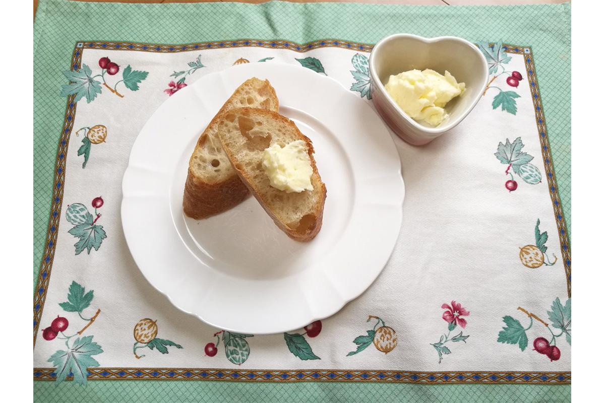バターをつくろう!(提供:大妻多摩中学校)